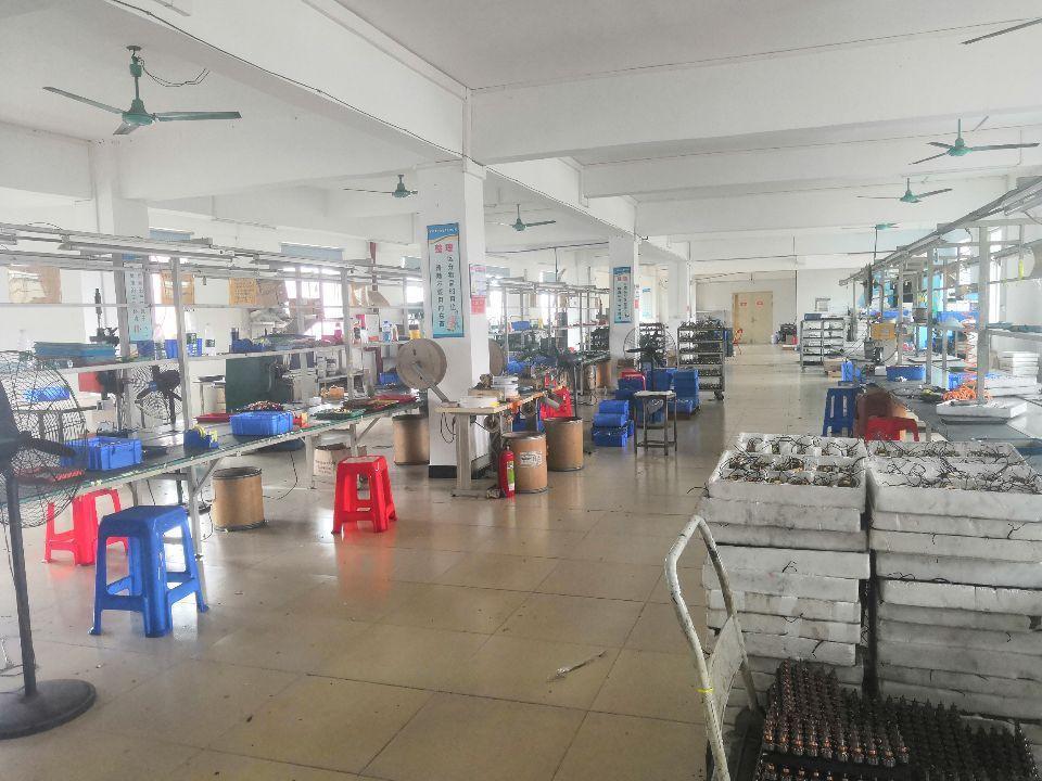 人和东华工业区实业客转租楼上900方厂房办公仓库有货梯客梯