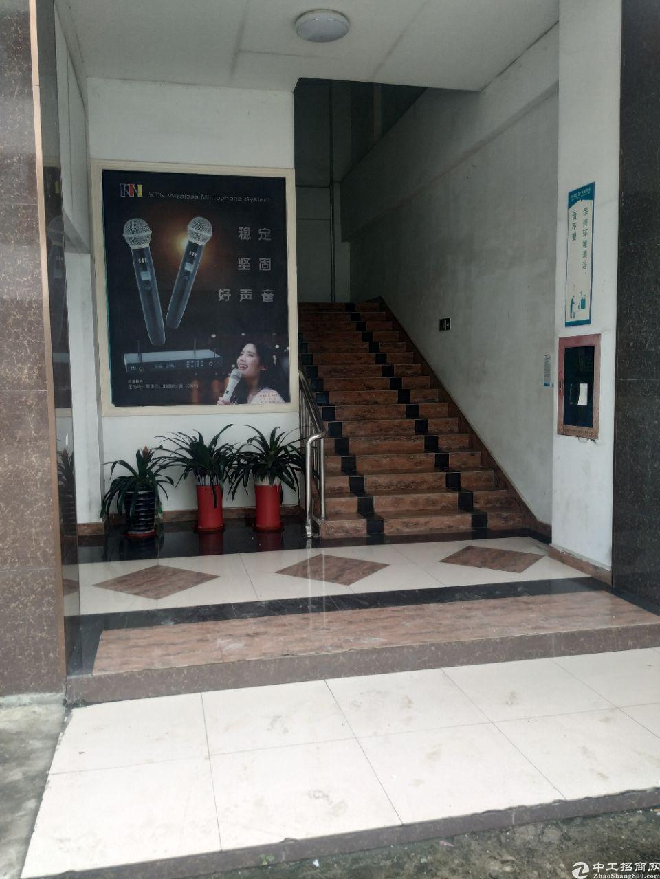 平在石井楼上480平现成装修,有电梯有消防