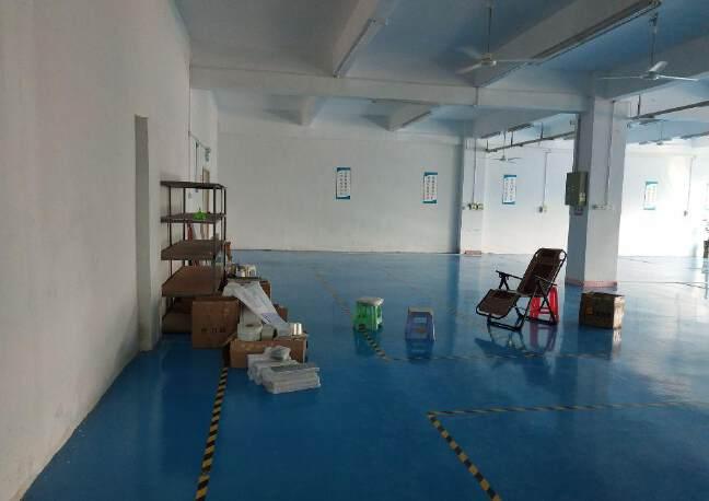 观澜福民新出楼上原房东800平方带精装修标准厂房出租!