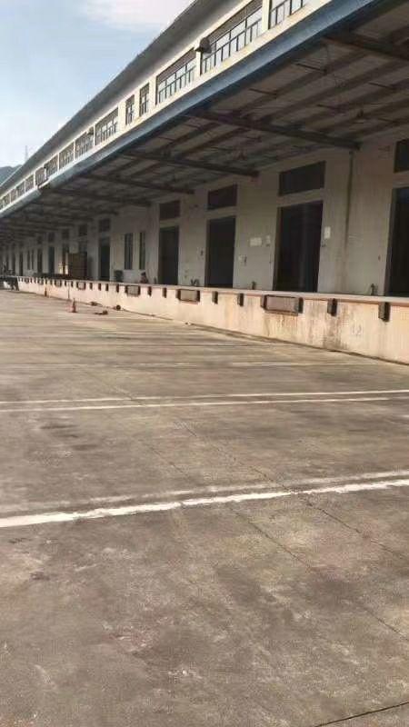 盐田永安村物流园空出8000平可分租有红本带喷淋标准卸货平台