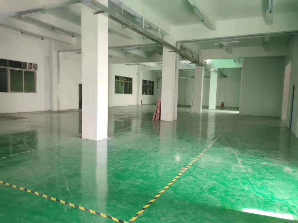 清溪镇三中一楼空出1100平方出租,全新地坪漆,办公室好招工