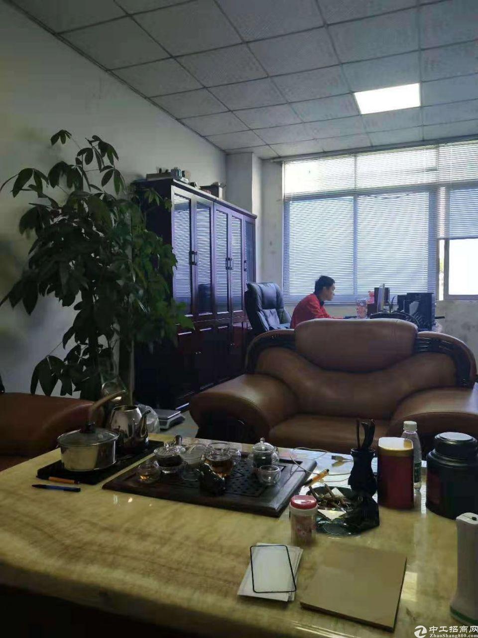 茶山镇新出楼上1500平现成装修有无尘车间