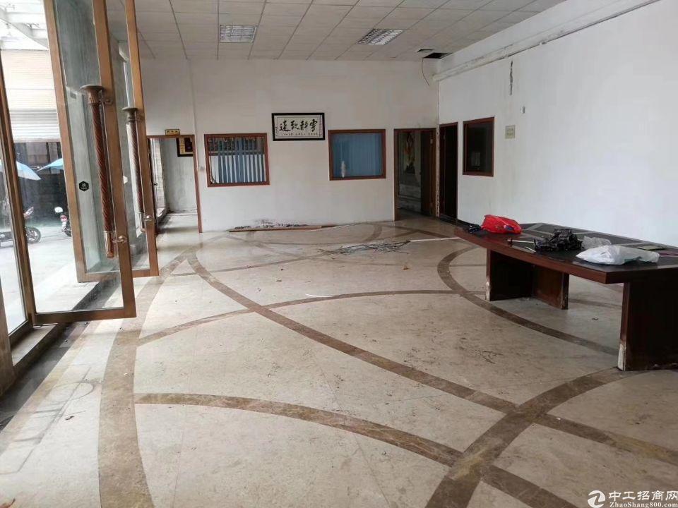 一楼注塑厂房出租1560平方滴水5.5米带现成办公室装修