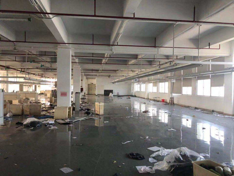 平湖富民工业区园房东三楼1700平方
