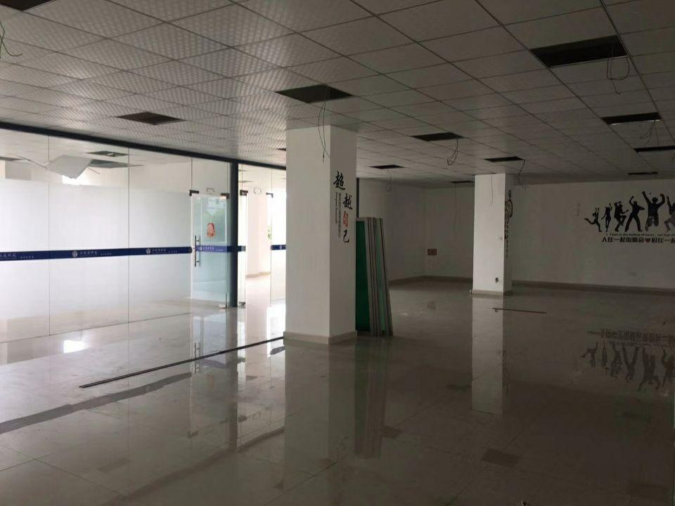 西丽塘朗工业区新出楼上装修办公室万博app官方下载620平米招租