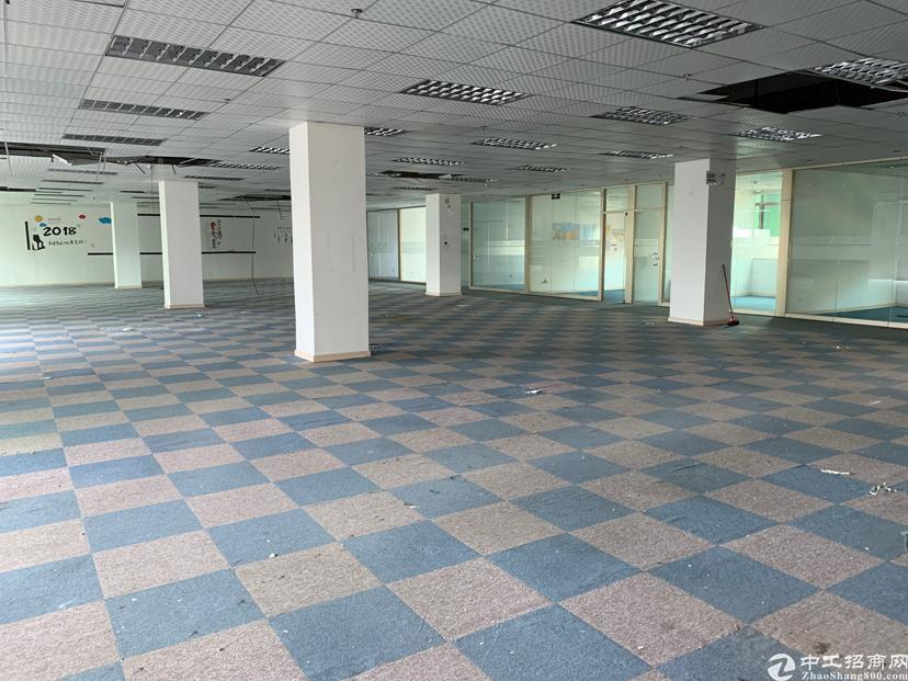 公明楼村3楼3800平米带豪华装修租金20元合同5年