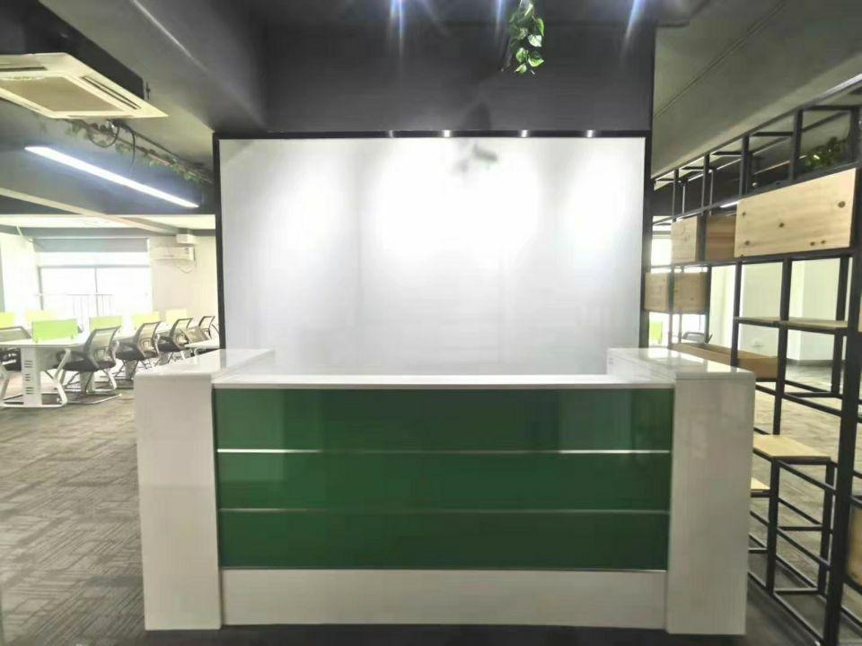 龙华地铁口办公室豪华装修带家私空调