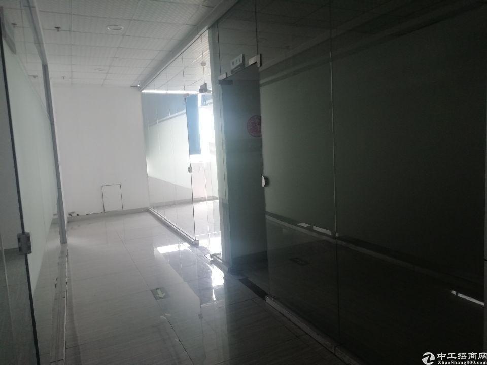 光明新区公明新出楼上精装修办公室前台共2300平方无转让费
