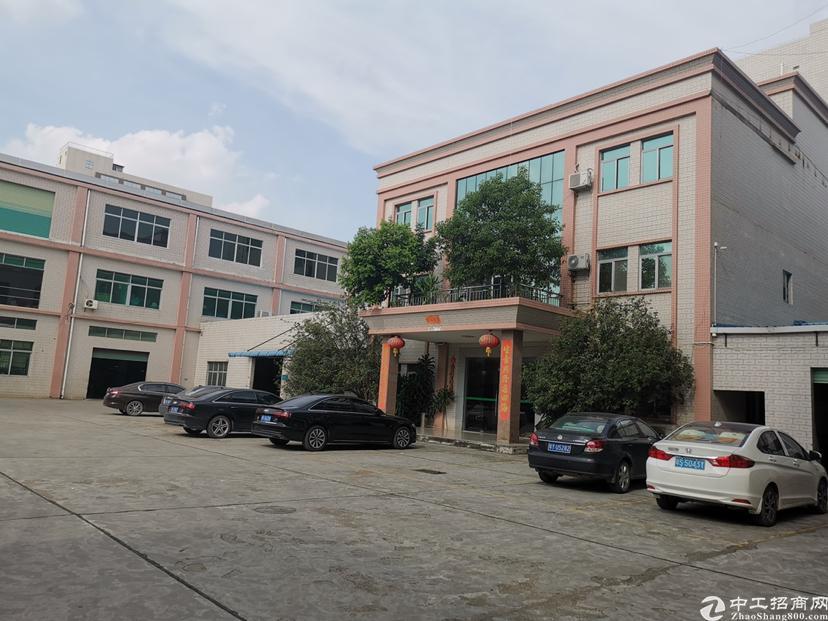 大朗镇超靓原房东独院标准厂房1-3层5400平方米,一楼5
