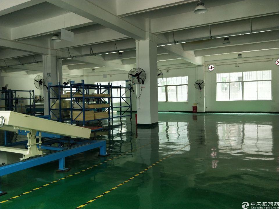 龙岗同乐原房东楼上带装修厂房1050平米出租。