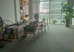 精装现成带家具办公室