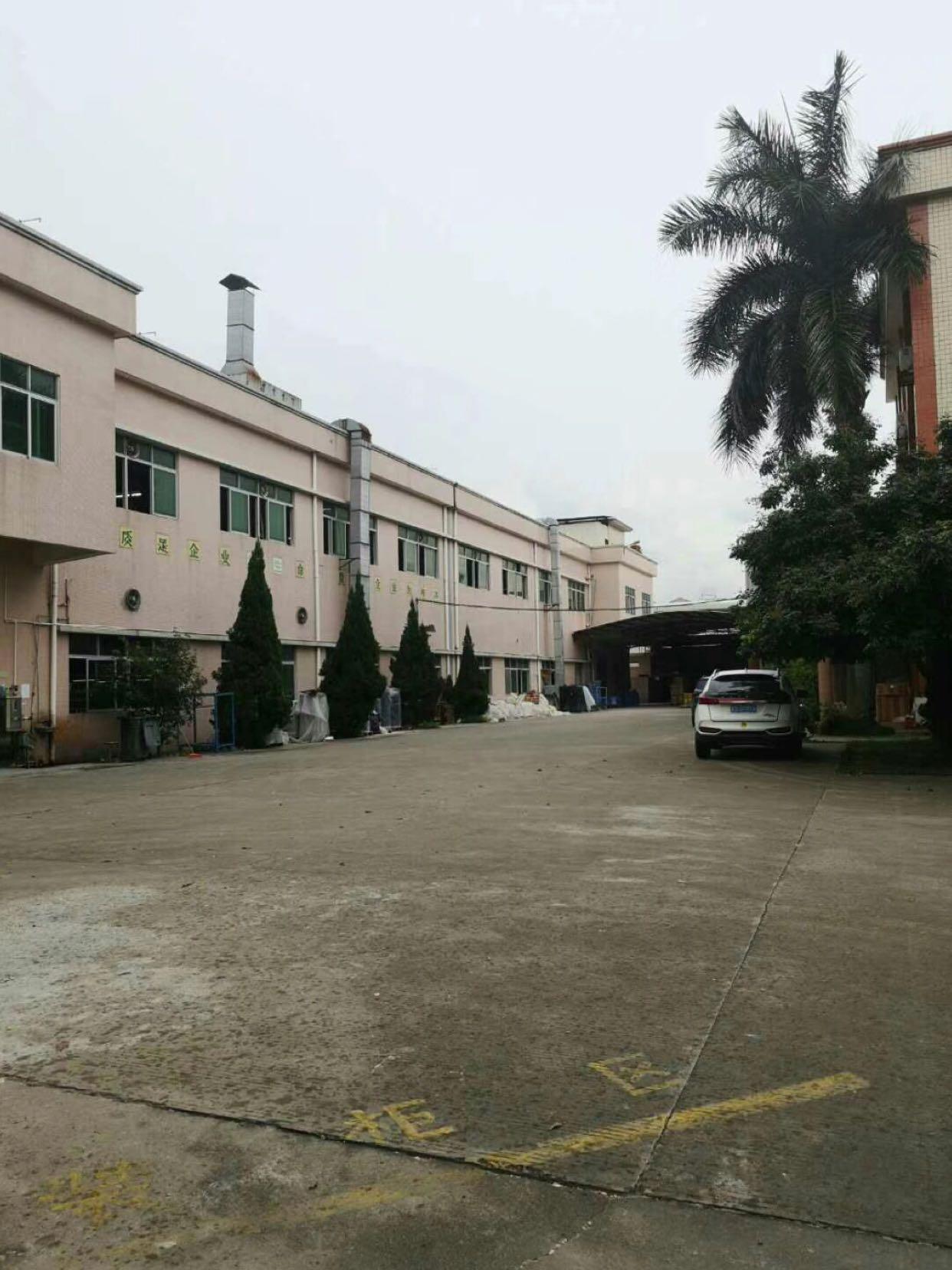 新出原房东标准厂房1到2层2200平方。