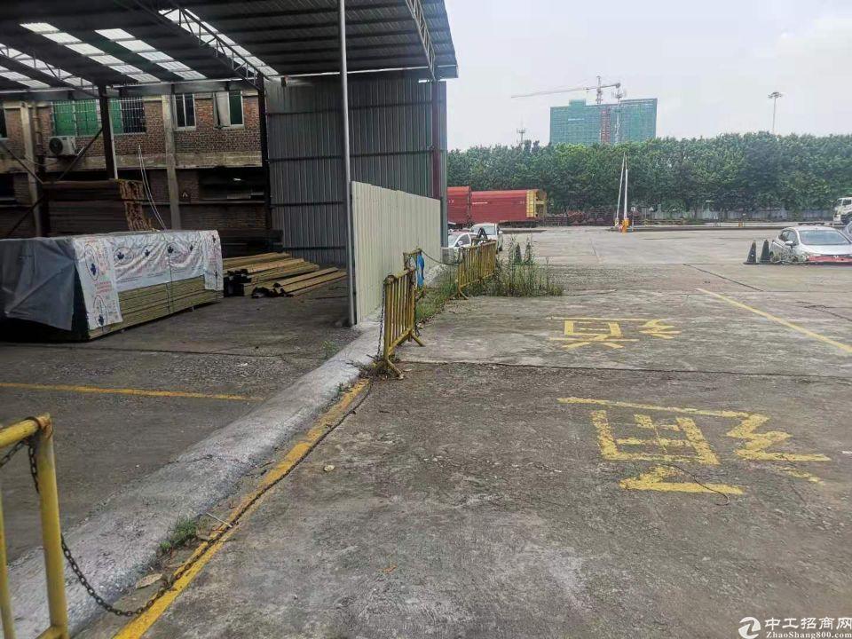 天河区珠吉路边新出2500平钢构厂房仓库出租。