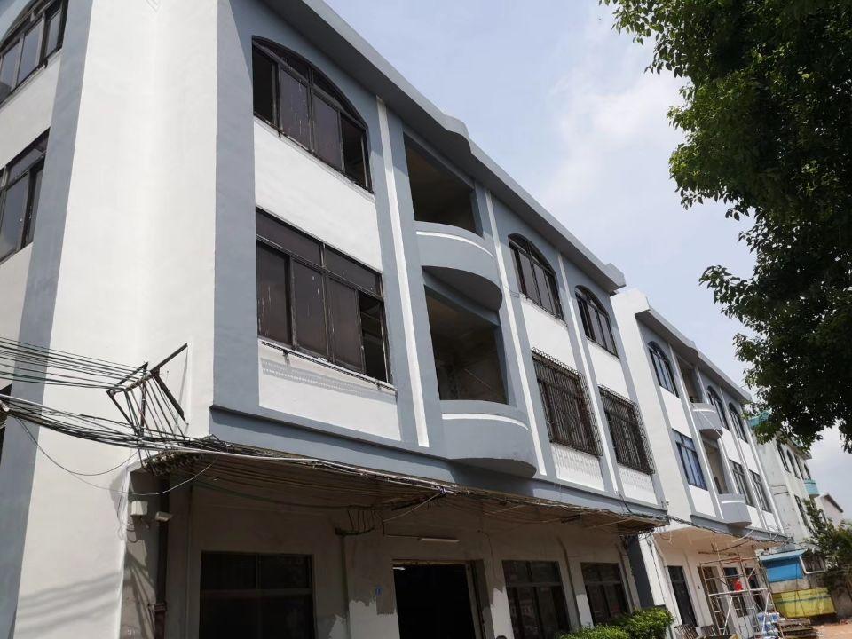 茶山独家原房东小独院: 厂房3层:1200平 宿舍3层:3