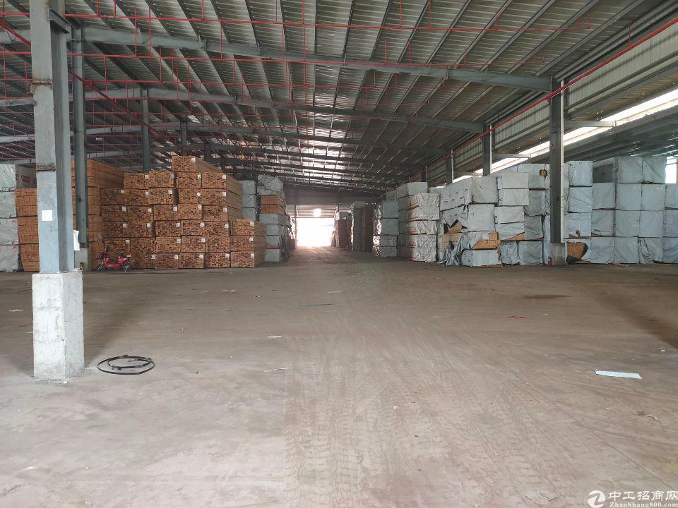 大岭山木材仓库出租8700㎡主干道旁有卸货平台滴水8米高