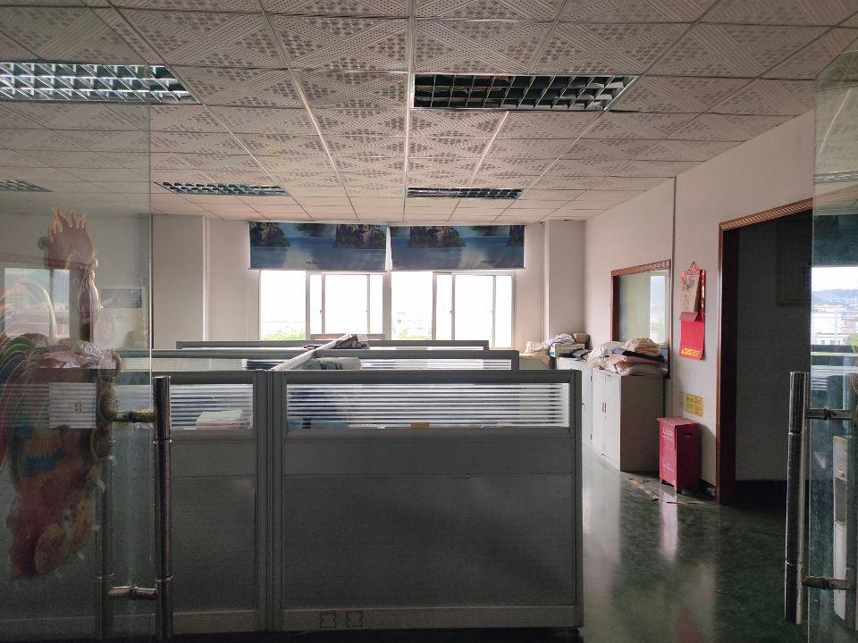 松岗江边新出楼上980平方带装修厂房-图4