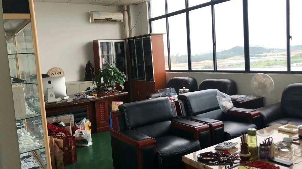 凤岗楼上新空出1700平方米,有办公室,有仓库,车间