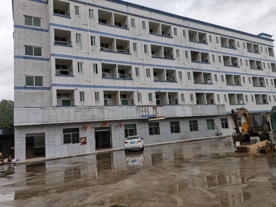 坪地高速路口独院厂房  厂房总面积17500平(厂房三层)