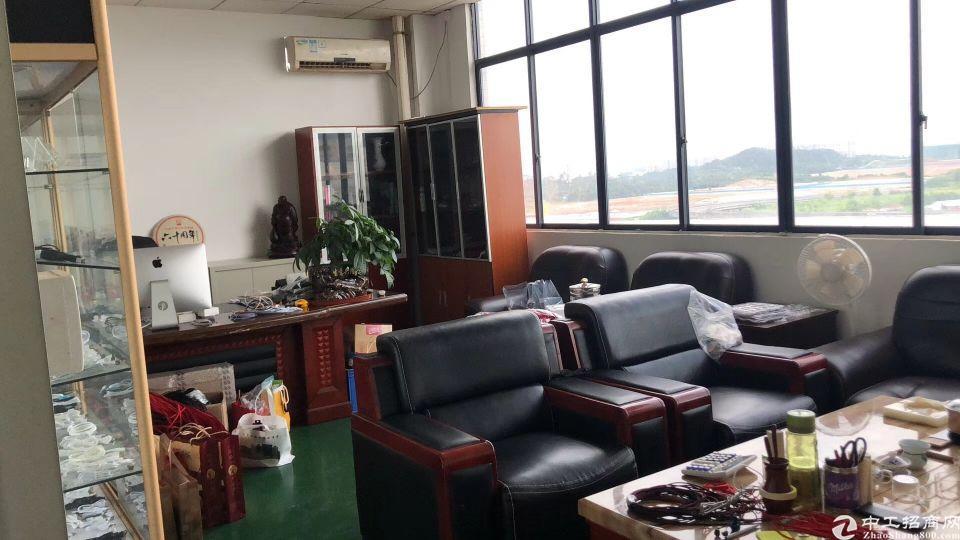 清溪楼上新出1700平方米,有办公室,有仓库。无尘车车间