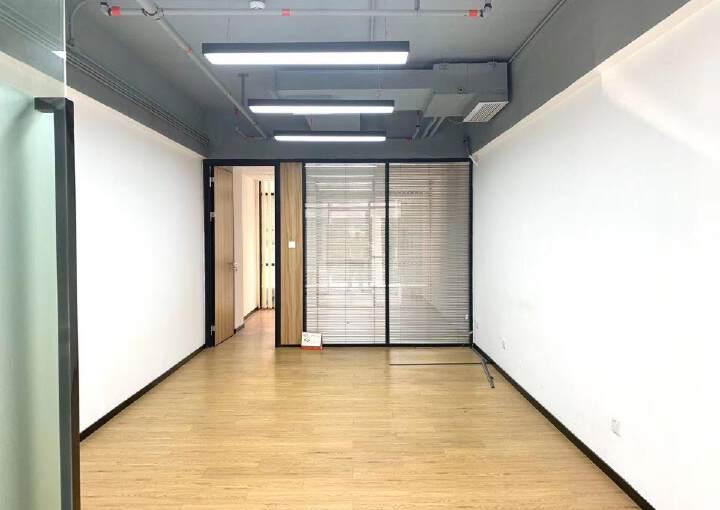 福永靠近地铁口72㎡,4500元打包图片3