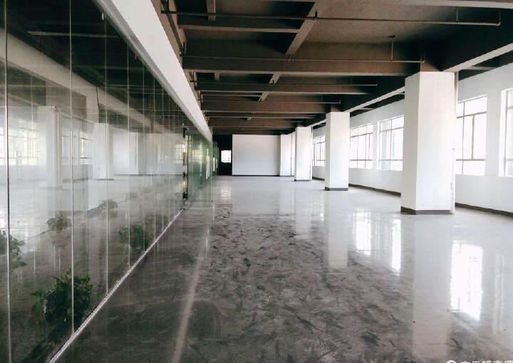 六约地铁站附近190平办公室招租,户型方正,阳光充足图片1