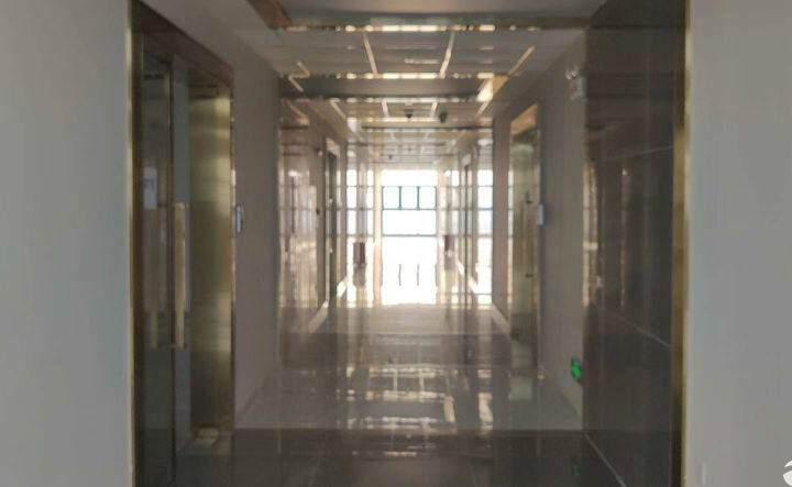 观澜新出楼盘办公电商贸易研发等等等,使用率高,紧靠高速路口图片2