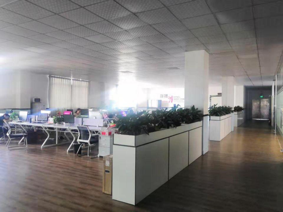松岗地铁口附近新出原房东4楼整层1300平带豪华装修办公室