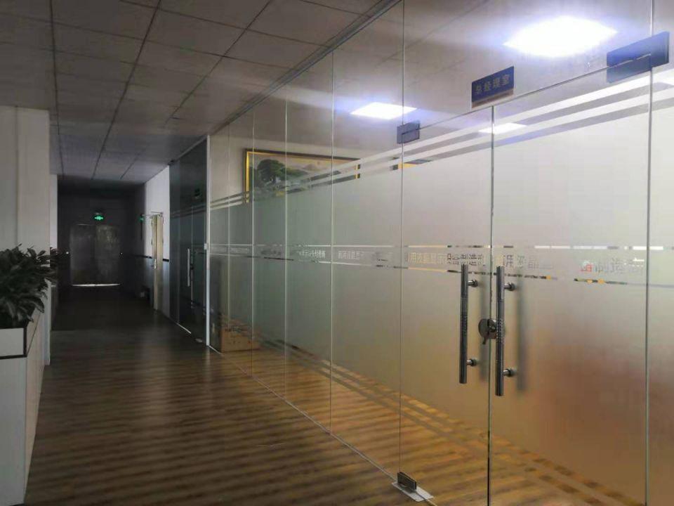 松岗地铁口附近新出原房东4楼整层1300平带豪华装修办公室-图2