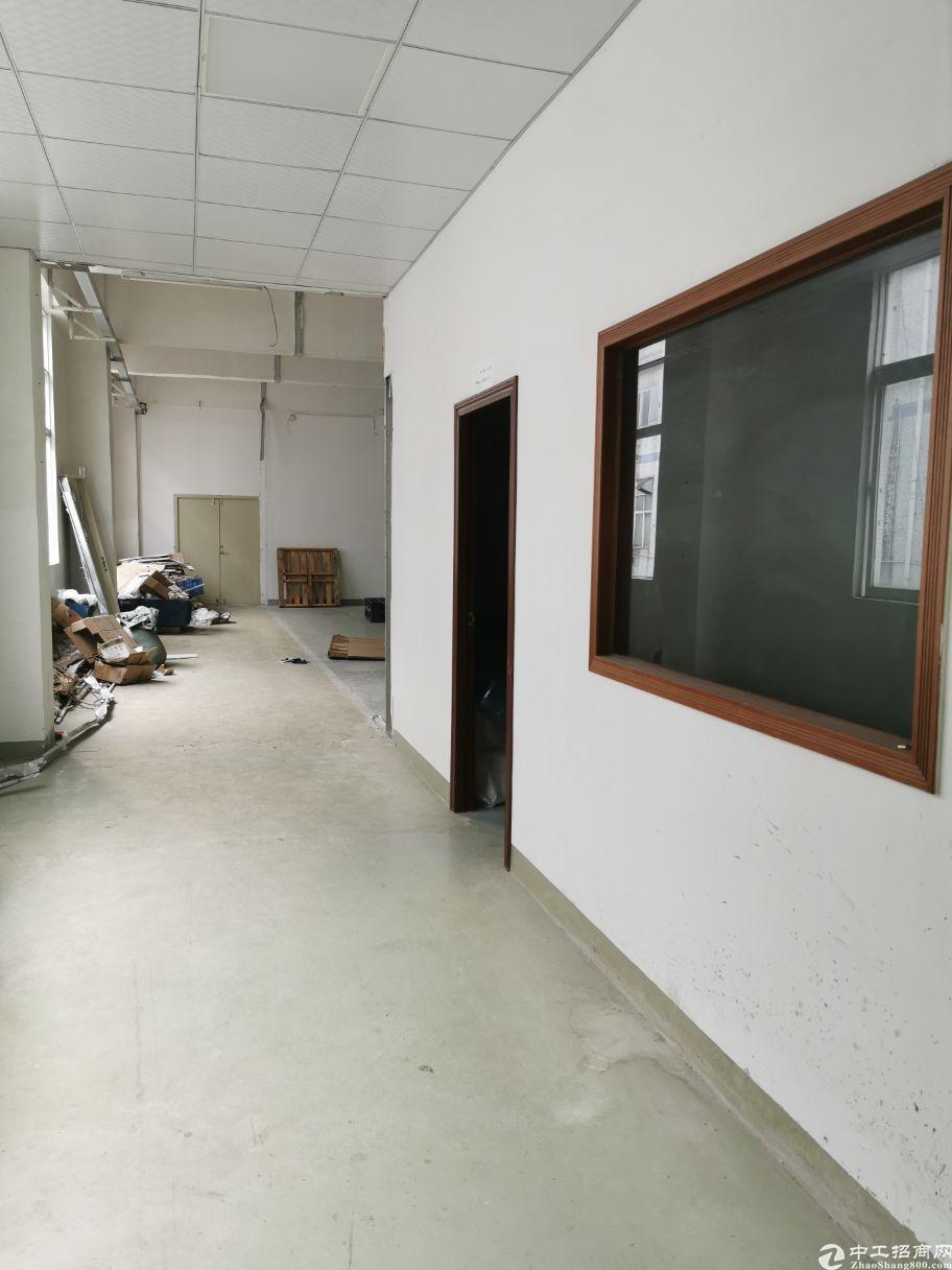 坪地新出楼上标准厂房300平带装修办公室出租