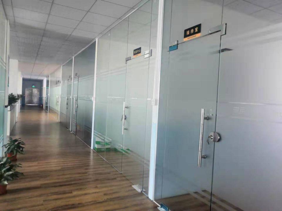 松岗地铁口附近新出原房东4楼整层1300平带豪华装修办公室-图5