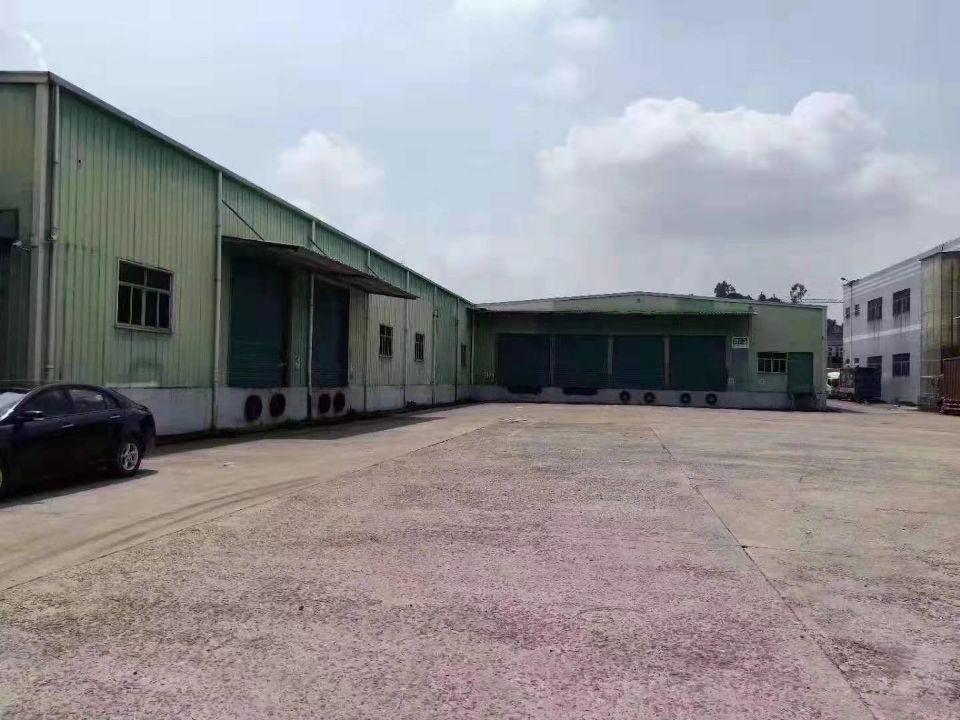 凤岗带卸货平台仓库厂房出租,面积2200平方,空地1500平