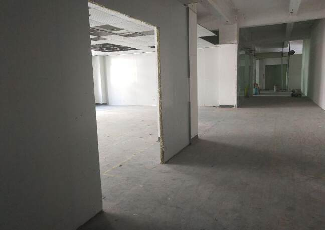 西乡黄麻布社区楼上新出400平厂房出租