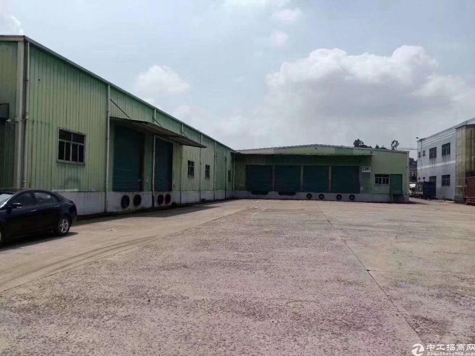 凤岗东升二线旁带卸货平台的仓库