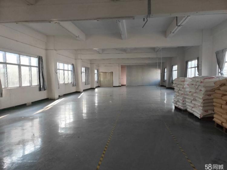 石排庙边王标准厂房分租三楼600平方带地坪漆,有办公室装修