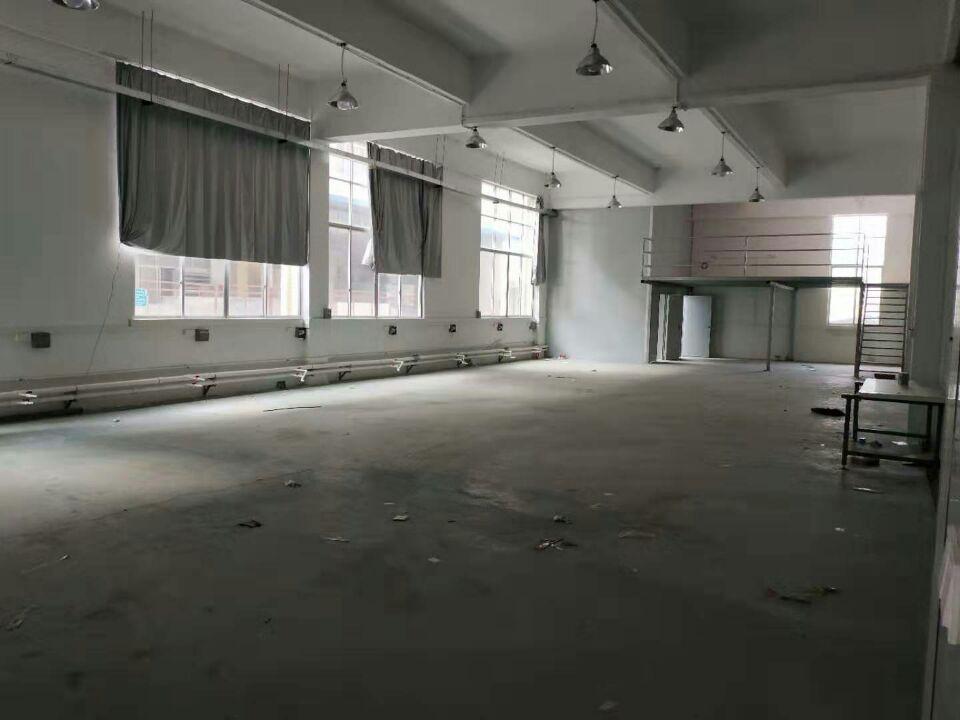塑胶厂分租600平一楼层高6米