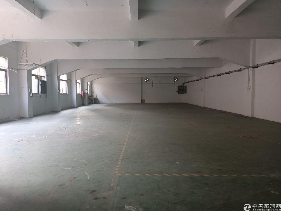 长安镇广深高速出口附近厂房二楼800平方,现成办公室水电齐全