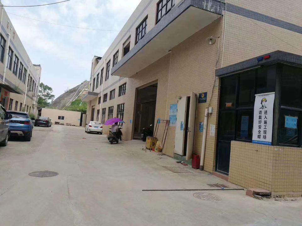 深圳市光明新区公明新出小独门独院厂房3000平共二层出租
