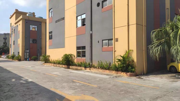 光明1-2楼3400平厂房出租,可分层出租