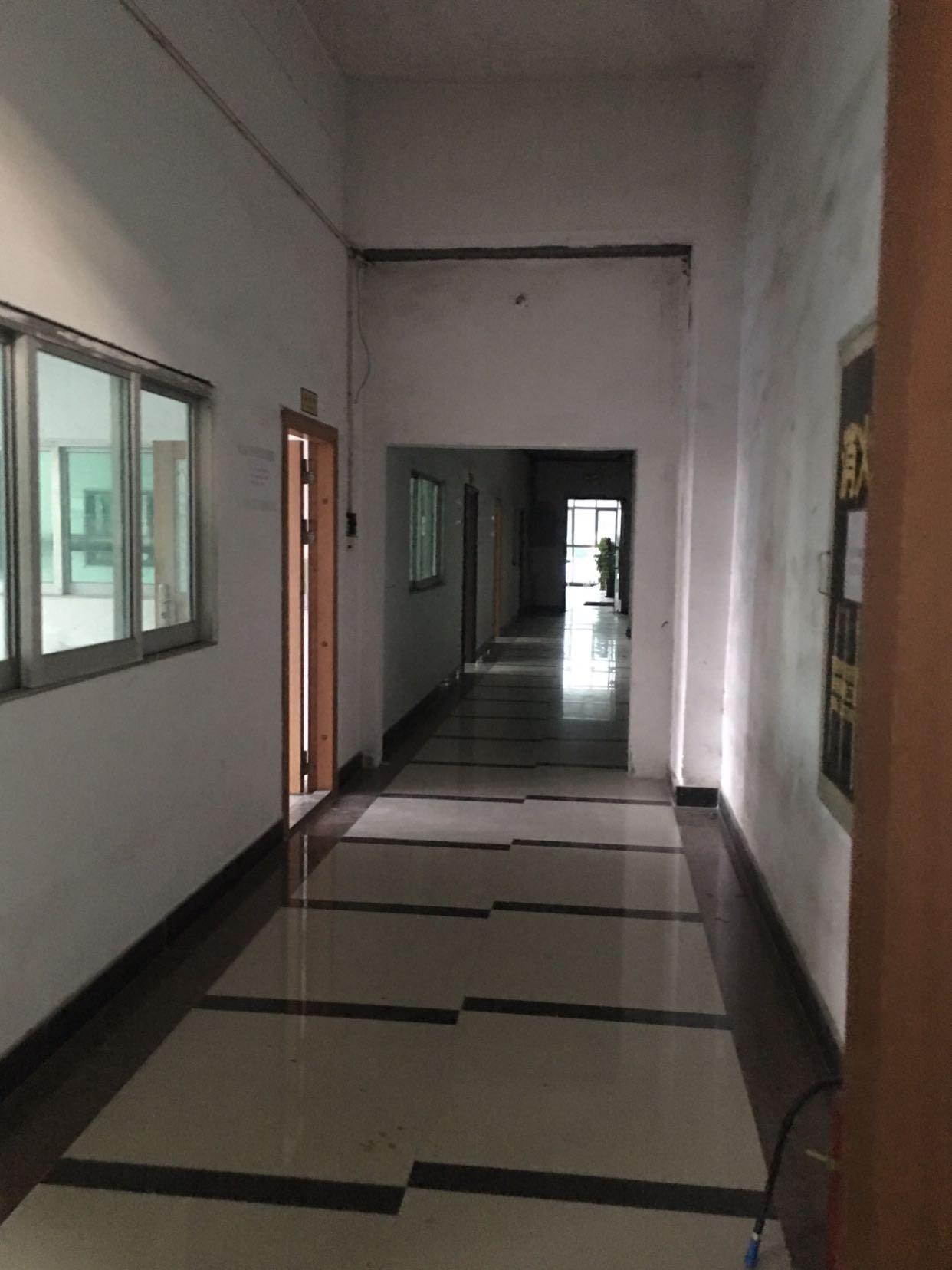塘厦标准厂房,配有办公室,有仓库。