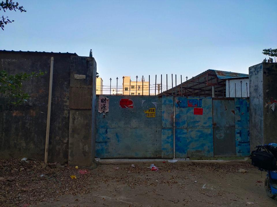 林村独院单一层钢结构2000平方交通便利空地大废品仓库铁皮