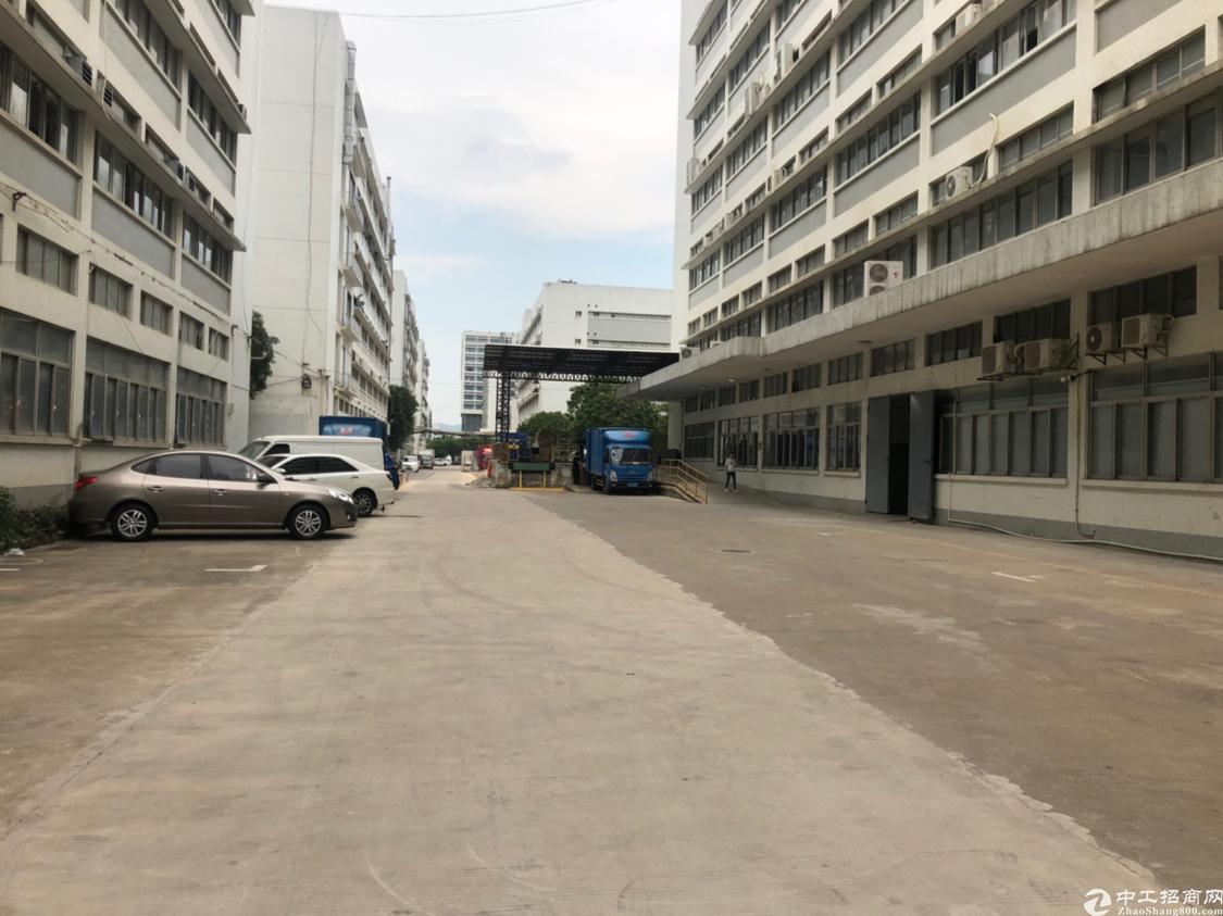 石岩塘头第三工业园新出整层面积2500平厂房出租