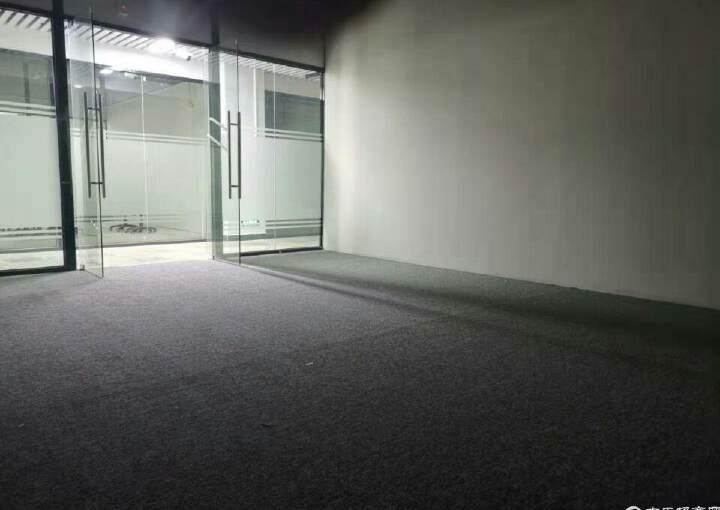 石岩边上精装送地毯家具写字楼出租图片4