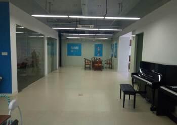 龙华超甲级写字楼面积500平家私齐全豪华装修免费送,价格低图片3