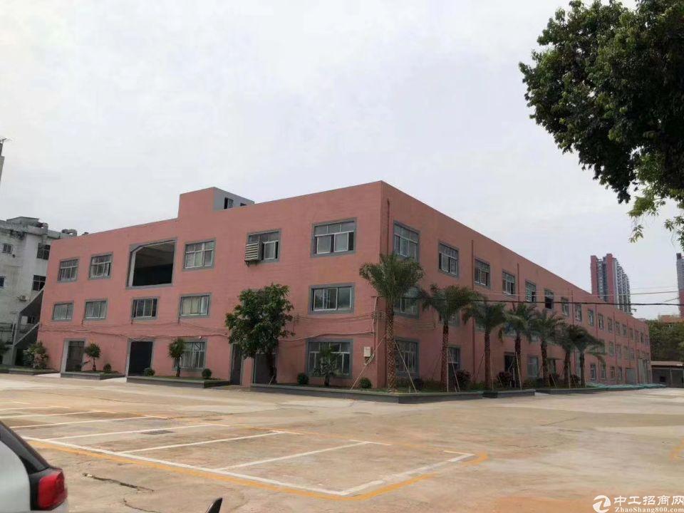石碁镇汉基大道旁楼上1万平方厂房出租,面积实量