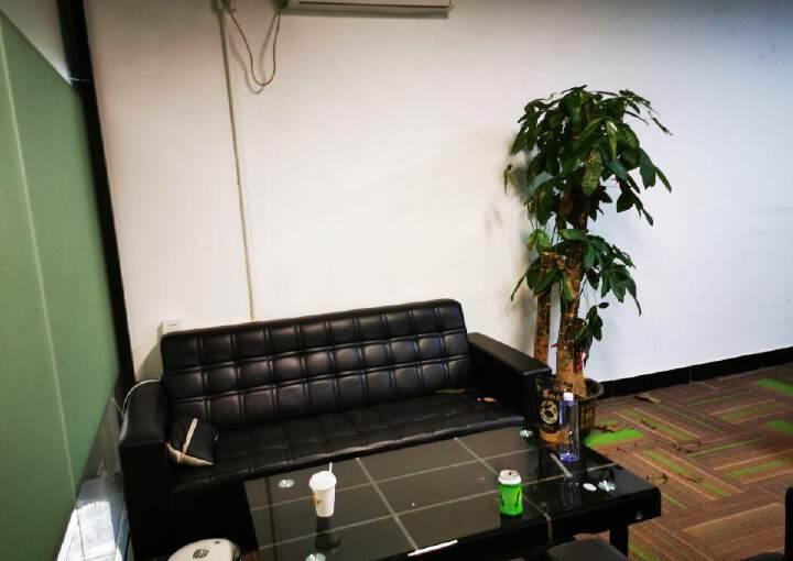 龙华地铁口共享办公室低价出租图片4