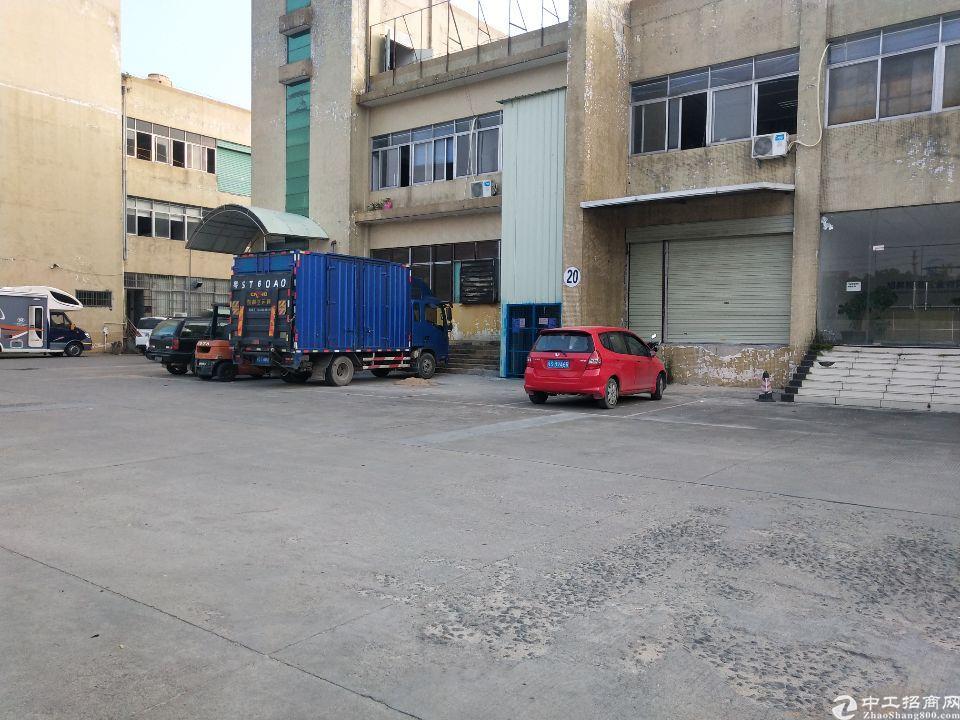 大朗镇新马莲村一搂800平方仓库出租