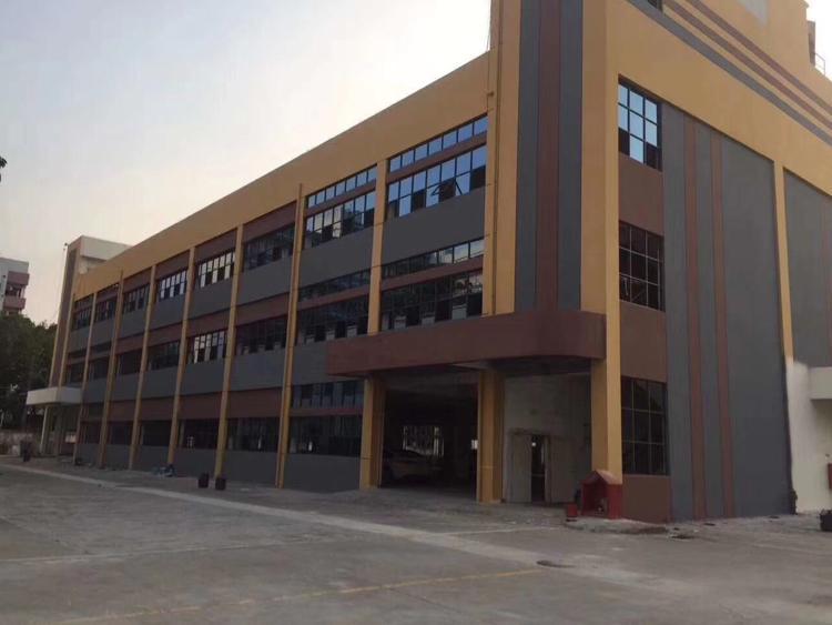 长安镇厦岗新出工业园内全新精装修厂房一楼700三楼2000平