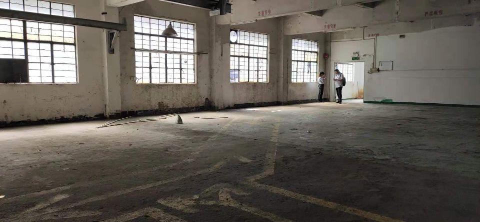 西乡鹤洲大型工业园内新出楼上整层1000平米