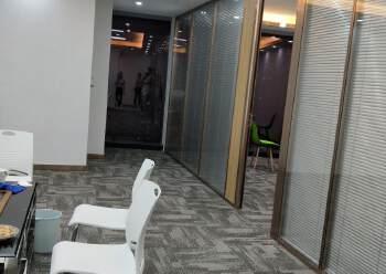 横岗地铁站甲级写字楼165平带精装修图片1