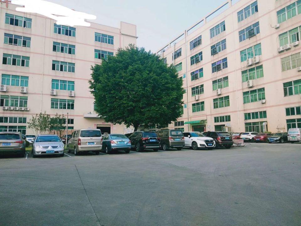 谢岗镇银湖工业区新出标准厂房四楼2200平方出租